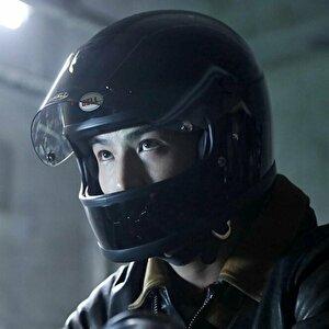 【ドラマ・シャーロック/1話】岩田剛典/着用ヘルメットの画像:BELL STARⅡ
