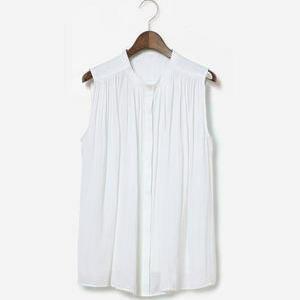 【まだ結婚できない男/1話】吉田羊/着用衣装(ブラウス)はエアリーサテンギャザー2WAYブラウス