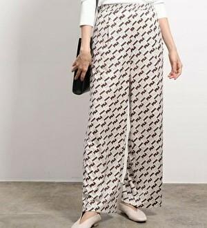【まだ結婚できない男/8話】吉田羊/着用衣装:モノグラムジャージーストレートパンツ