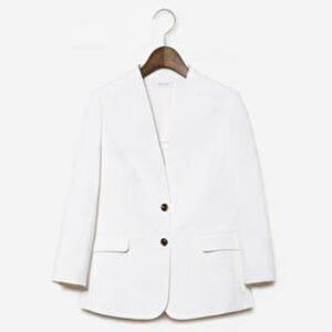 【まだ結婚できない男/1話】吉田羊/着用衣装(ジャケット):リネンブレンドノーカラージャケット