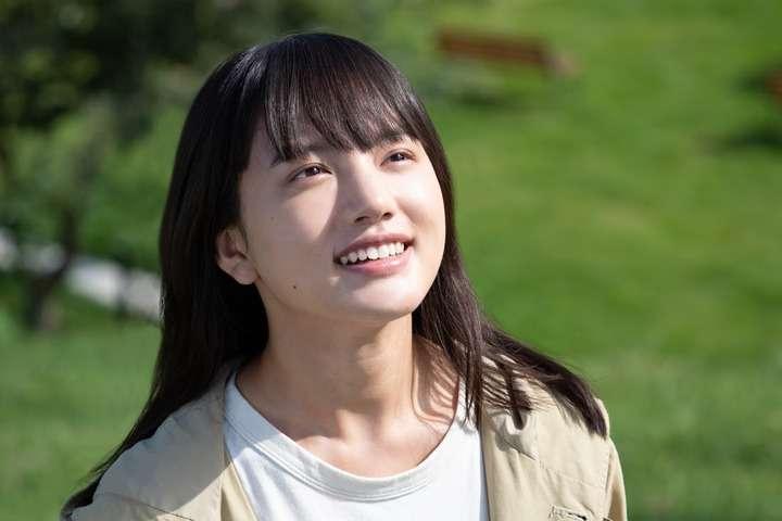 清原果耶と芦田愛菜が似てる!そっくりだけど親戚なの?顔画像を比較!